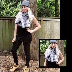 Accessories - Fab AF, faux fur, wrap around scarf!!